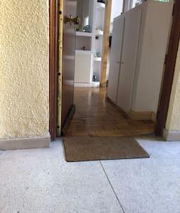 Entrada al piso desde el ascensor