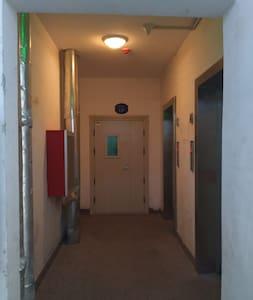 单元电梯口