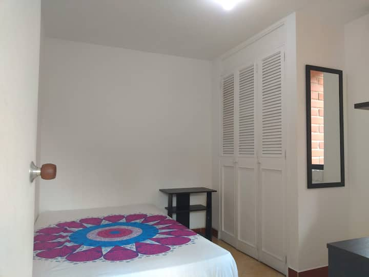 Poblado - Comfortable room - breakfast included
