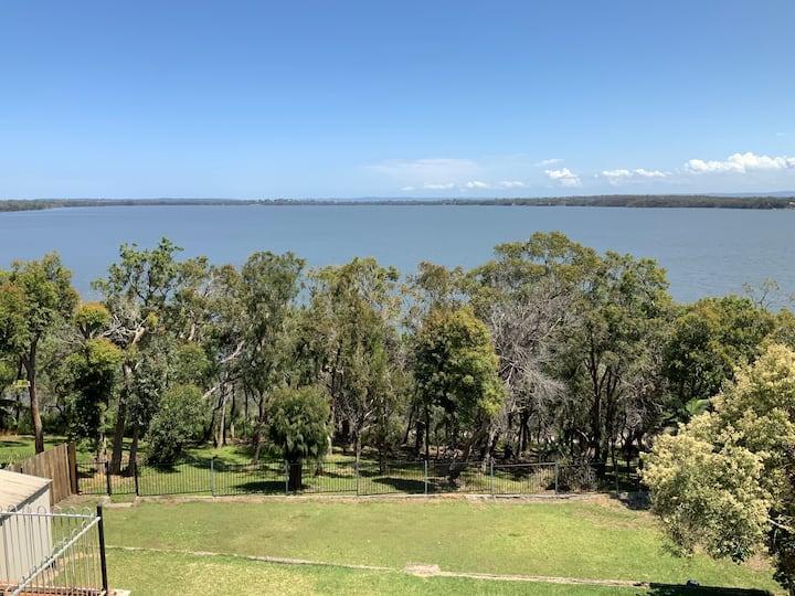 Lake Munmorah Hideaway, Central Coast, sleeps 8,
