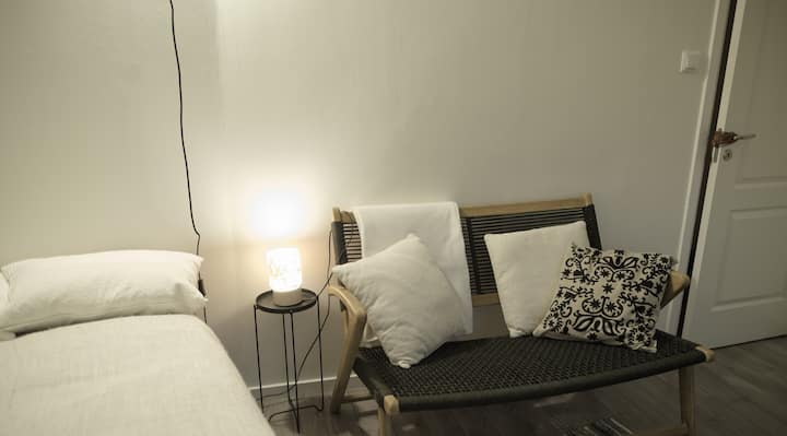 Comfortable room few steps from metro