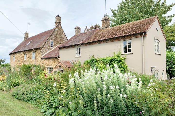 Grade 2 country house and annex with large garden