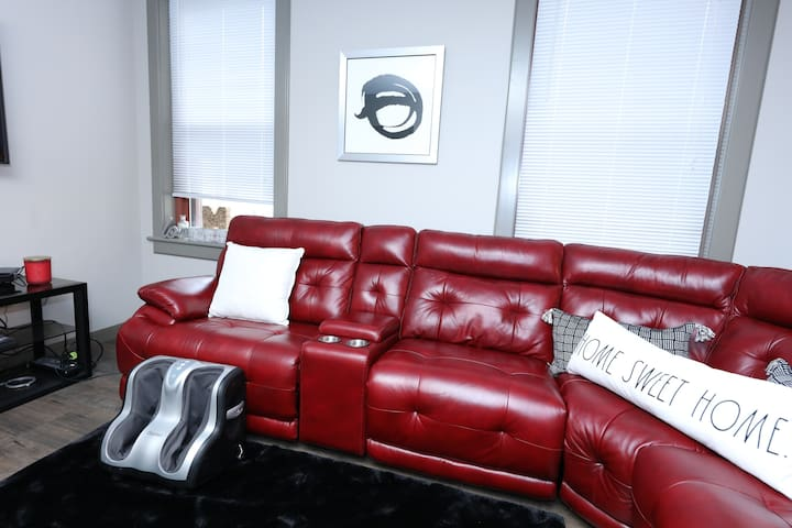 Lakeside Luxury Super Downtown Suite