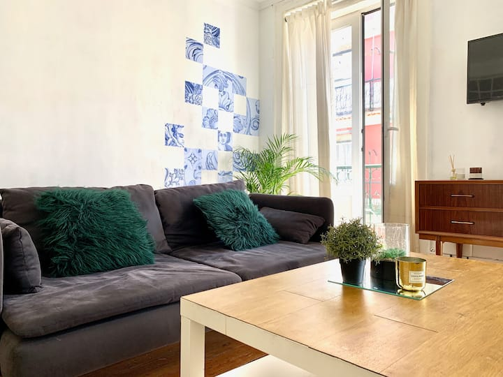 Bright and Central Historic Apartment - Baixa