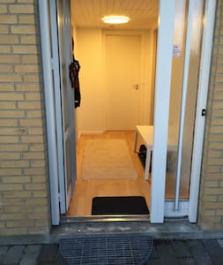 Your own entrance - there is a small step. The entrance grill can be removed.