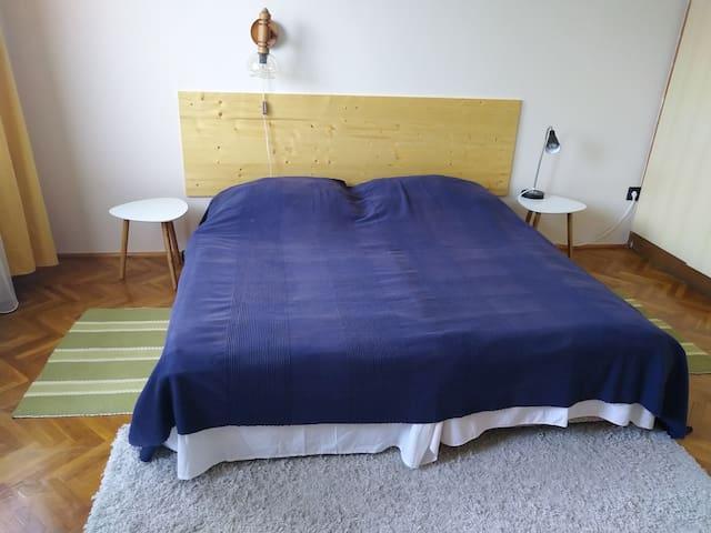 Ha vége a napnak, ez a kényelmes dupla ágy vár vendégeimre.