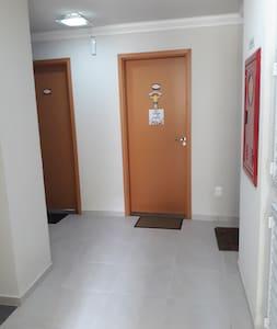 corredor do edifício para entrada do apto no sétimo andar