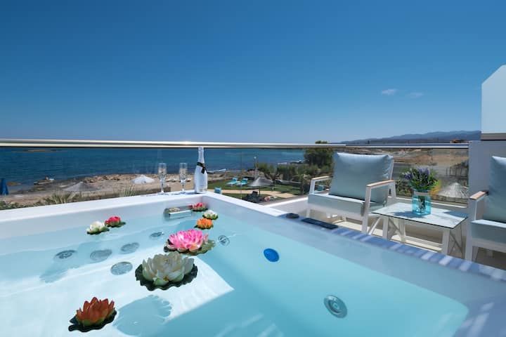 Pyrgos hotel, apartment front sea view & hot tub