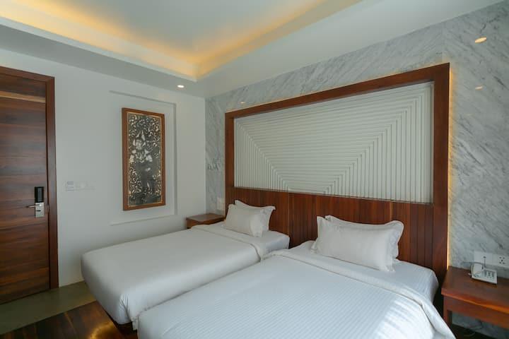 Twin Room Bed & Breakfast + Pub Street Area
