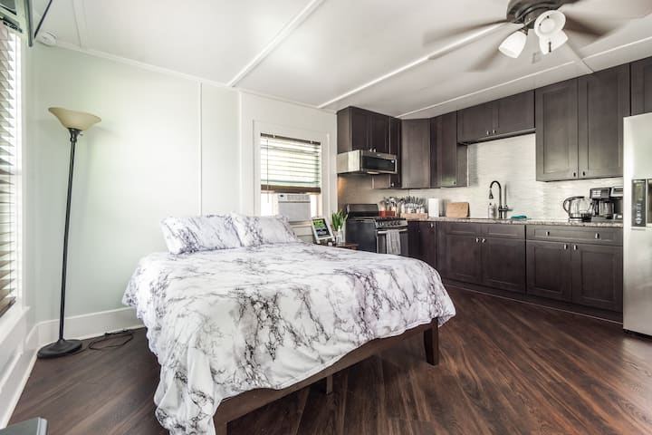 Luxury Comfy Studio - Close to downtown
