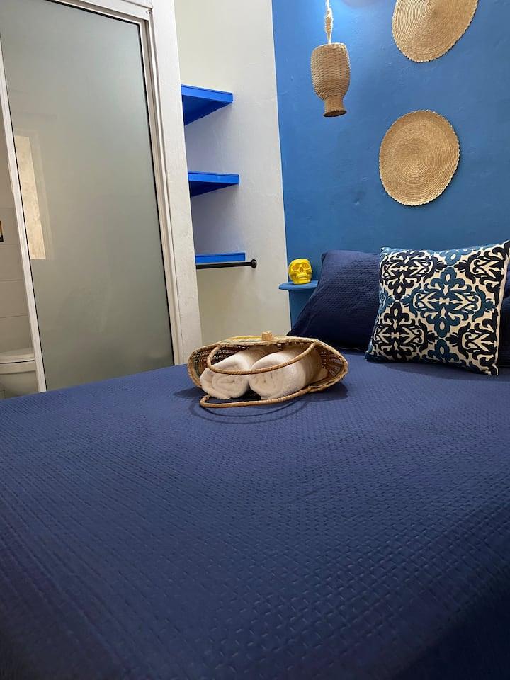CASA SAN JUAN-Blue Room in Artsy Street