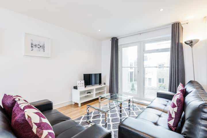 Two bedroom serviced apartment in Guildford centre