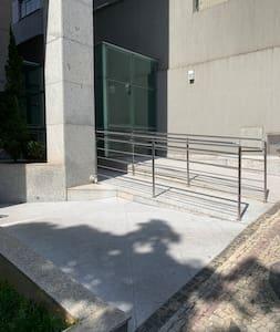 Acesso principal do prédio