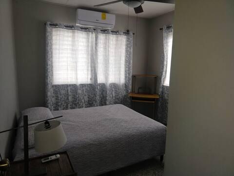 Casa familiar con habitacion disponible 1