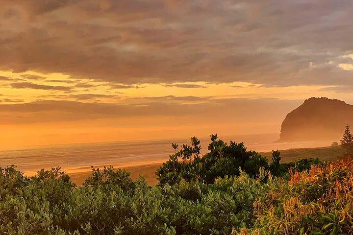 Piha Beach Bungalow Outstanding Views