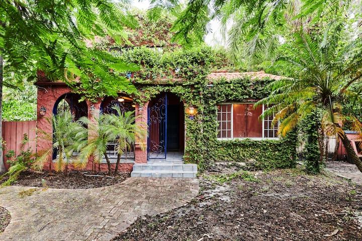 Spanish Gem Revival Villa w/ Swimming Pool & Parkn