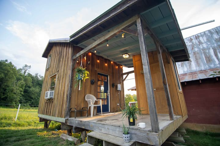 Smoky Mountains Glamping Tiny House (Read Details)