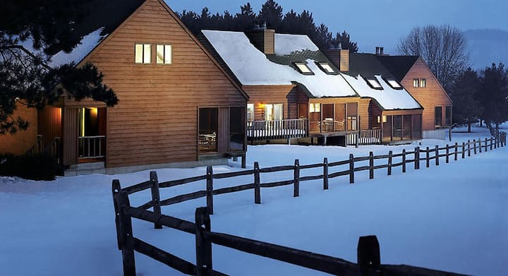 Christmas Mountain Village 2 Bedroom Timber!