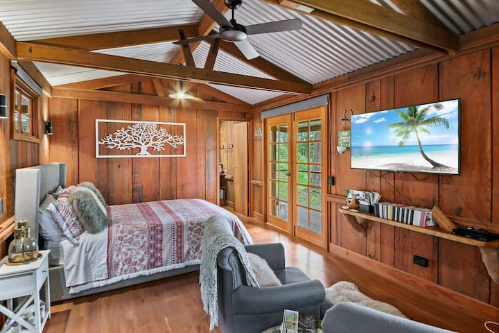 LoveShack Lake Views Cabin  Montville
