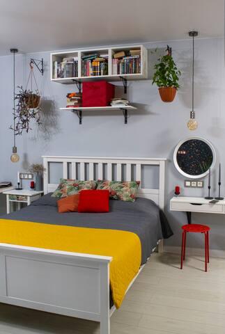 Прикроватная тумбочка со спальным местом 160.
