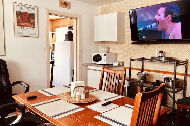 Winter Cottage Getaway: Trails, Privacy & 60+% Off