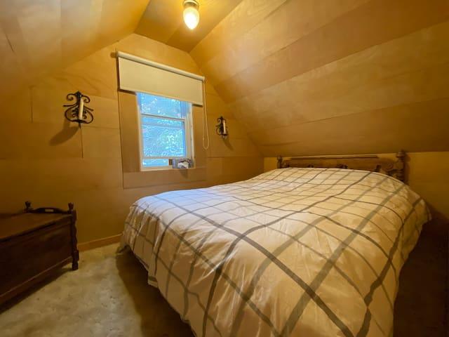 Chambre à coucher équipée d'un lit Queen confortable!