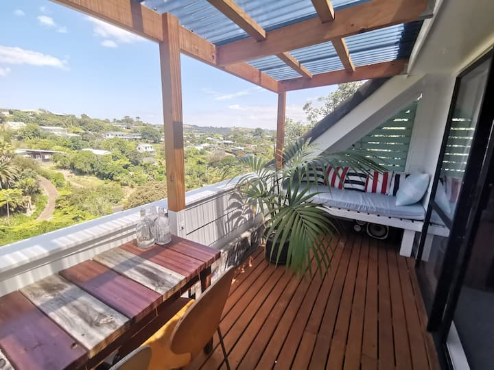 Birdsong Waiheke with private lounge & bathroom