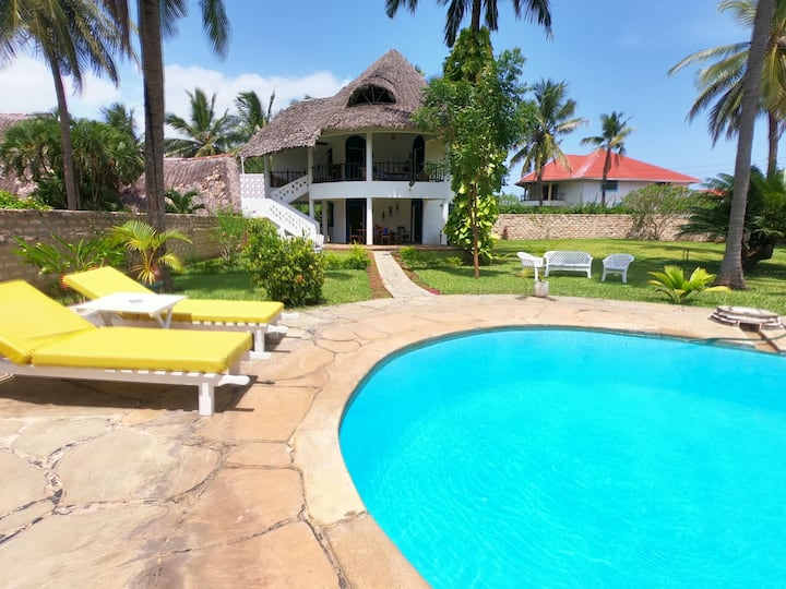 The Stella Maris: 3-bed w/ private pool & garden