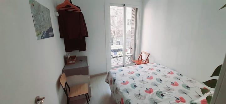 Cosy Room near Sagrada Familia w/ Small Balcony