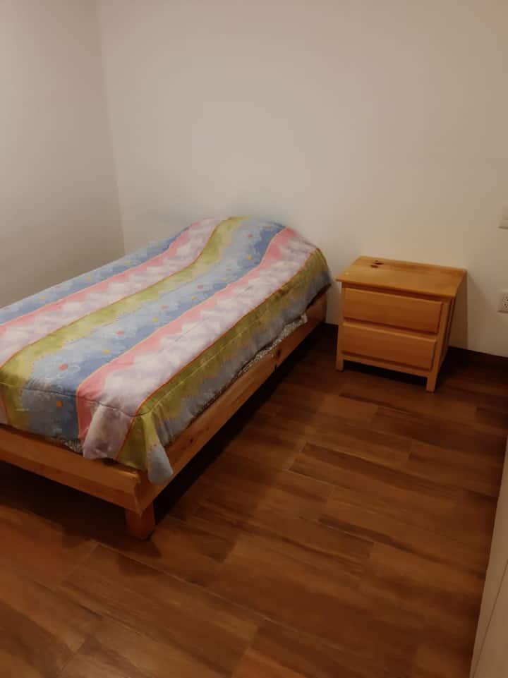 Lindo cuarto con entrada independiente