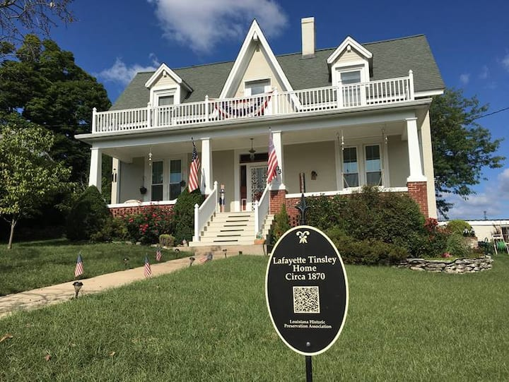 Delightful Mississippi Riverview Stay