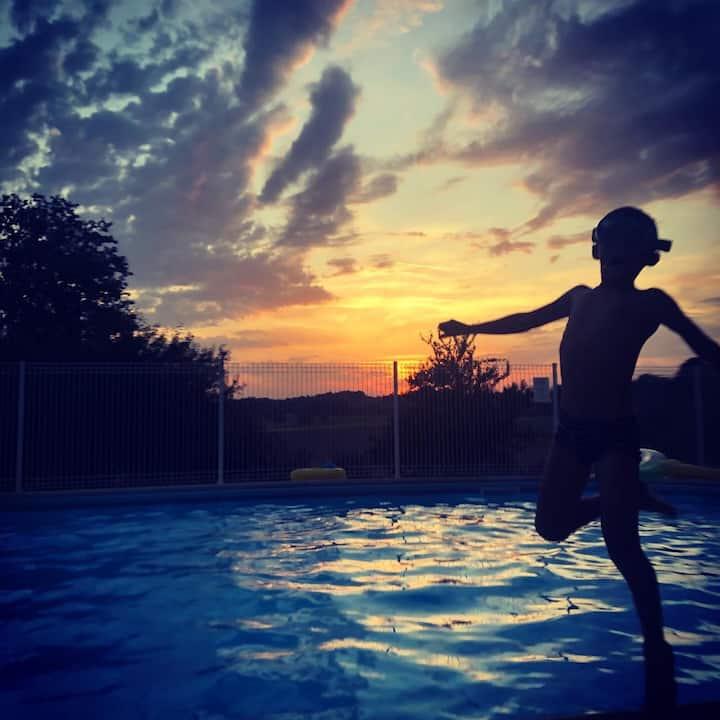 Gîte Dordogne avec vue sur la piscine