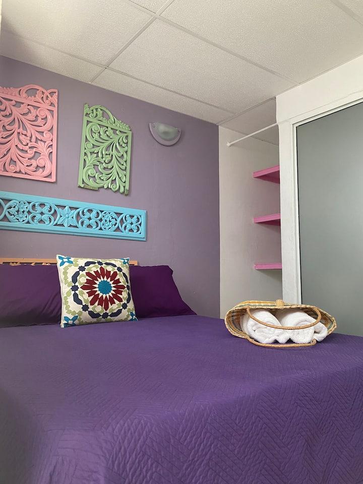 CASA SAN JUAN-Purple Room in Artsy Street