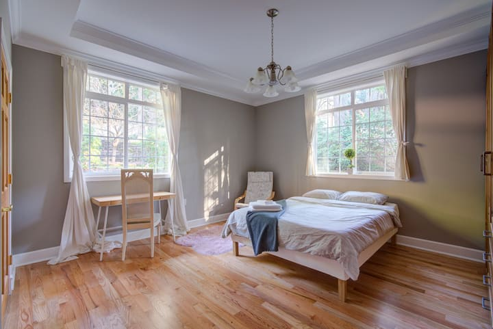 Beautiful Guestroom in Lake Forest Park