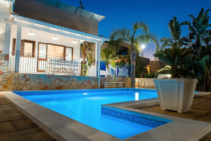 Villa con piscina privata due passi dal mare OC