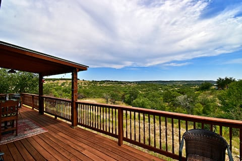 Hilltop Haven ~ Beautiful Views and Privacy