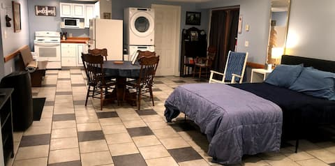 Spruce Drive Suite - Cozy, Clean, and Private
