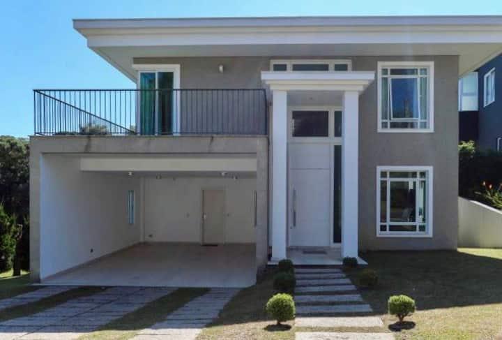Casa em condomínio fechado - ideal para famílias