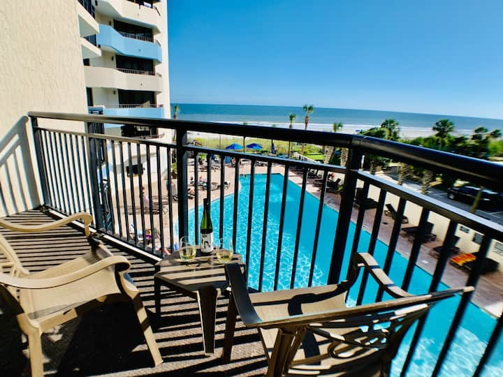Amazing Angled Oceanfront suite/Booking Summer Now