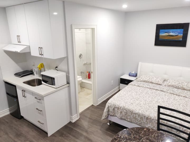 East Downtown Toronto Studio Unit