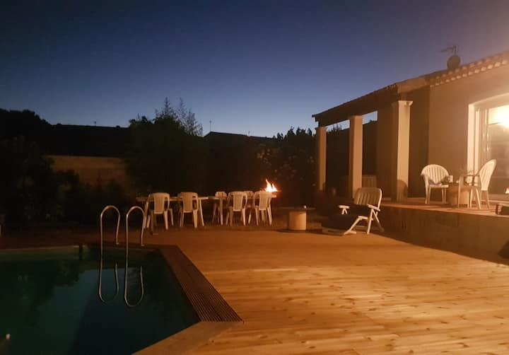 Villa 5/6 personnes, piscine.
