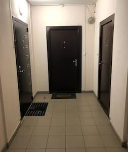 Ширина коридора между колонн 180см