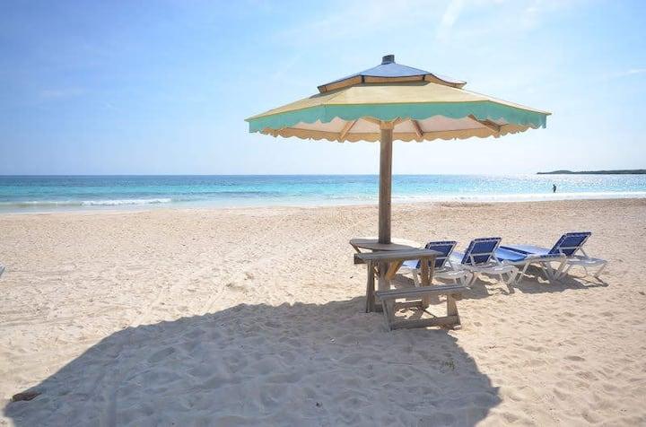 Beachfront Villa w/staff- book as a 4, 3 or 2 bed