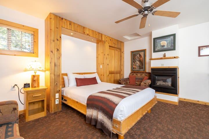 Delightful Lakeside Lodge - Studio