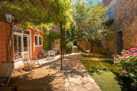 Lagrasse Maison romantique,  jardin clos, piscine