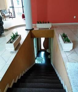 Escadas iluminadas.