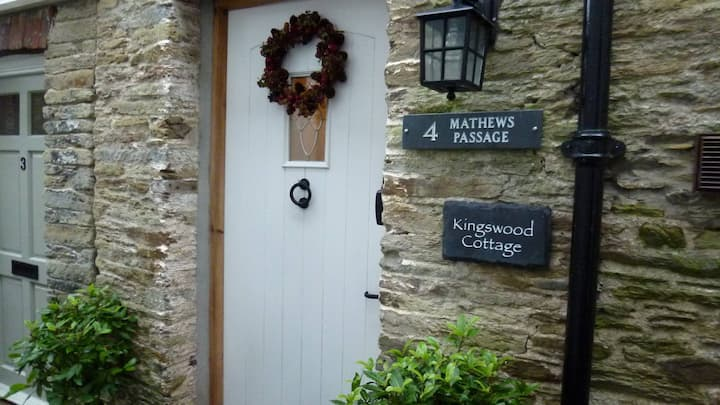 Kingswood Cottage with parking permit.