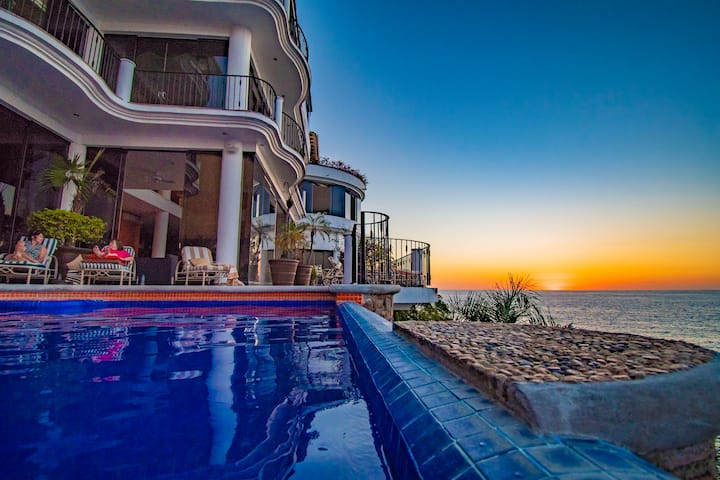 Luxury Beachfront Villa Pool, Gym, Hot Tub Staffed