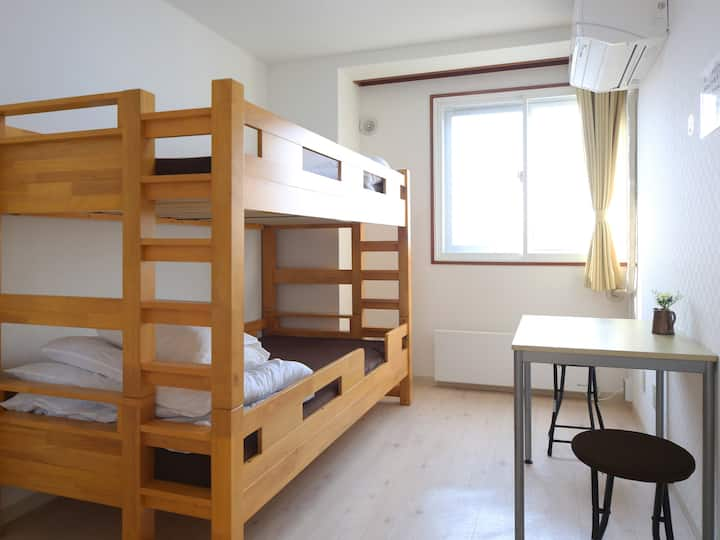 Single room for LCC users (with bathroom)