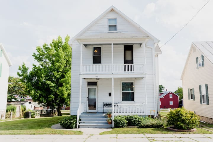 Kork Haus - Whole house rental in downtown Hermann